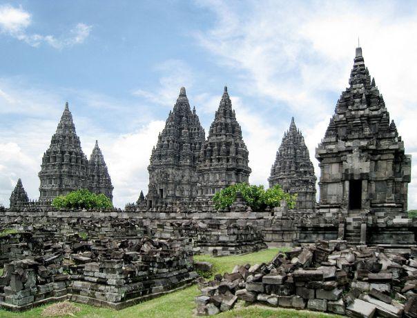 1280px-Prambanan_Complex_1