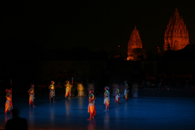 Ramayana_dance_performance_at_Prambanan_Temple