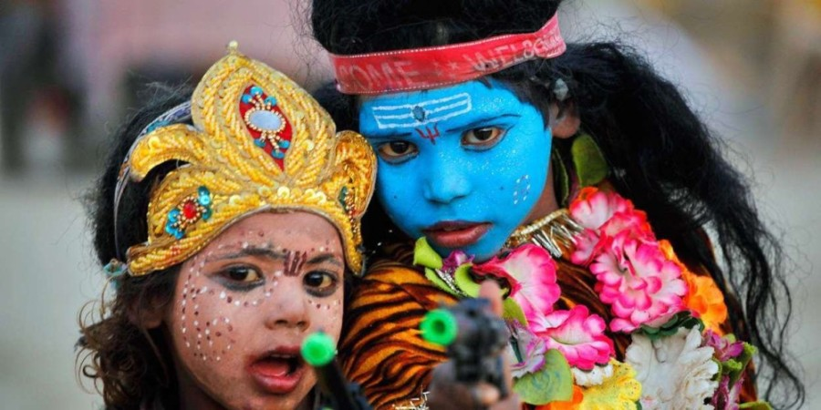 42412_Indian-children-dressed-Hindu-God-Shiva-Parvati_1247x816-1000x500